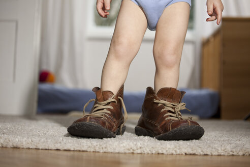 Toddler in father's shoes - RBF002093