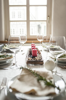 Festive laid table at Christmas time - SBDF002167