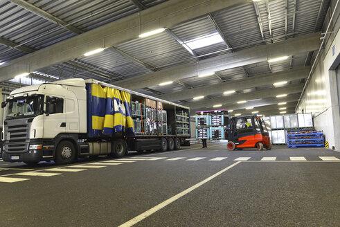 Truck in a parking garage - LYF000401