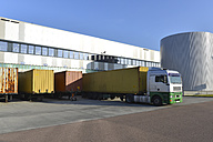 Truck at a loading bay - LYF000404