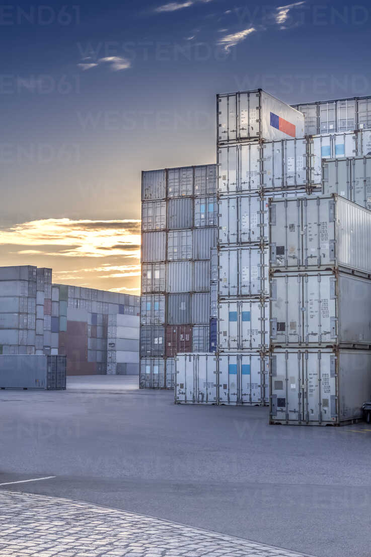 Germany, Hamburg, Stacked shipping containers at harbour - NKF000213 - Stefan Kunert/Westend61