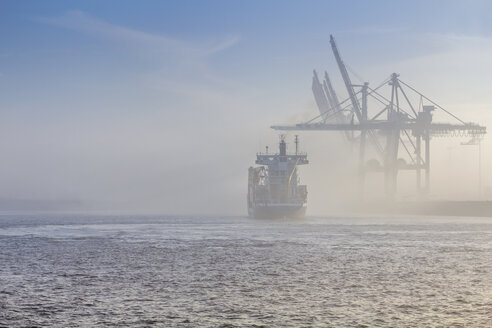 Germany, Hamburg, container ship disapears in the dense fog in the port of Hamburg - NK000224