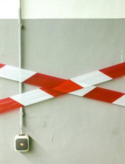 Cordon tape at wall - CM000213