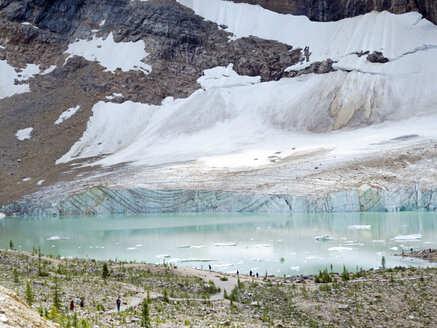 Canada, Alberta, Jasper National Park, Mountain Edith Cavell, Angel Glacier lake - HLF000816
