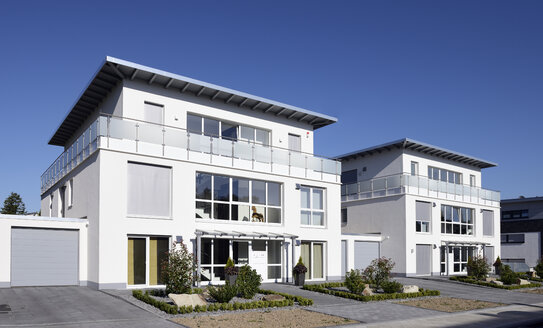 Germany, North Rhine-Westphalia, Moenchengladbach, two newly built apartment houses - GUFF000075