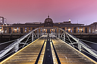 Germany, Hamburg, harbor, historic fish market hall at night - RJ000373