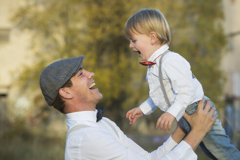 Happy father and son outdoors - JTLF000005