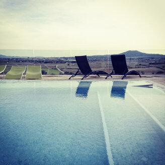 Spain, Majorca, poolside, deckchairs, horizon, landscape - MS004395