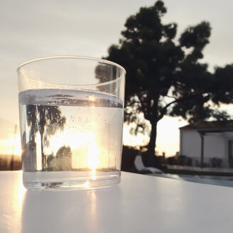 Spain, Majorca, glass of sparkling water in the sunlight, backlicht, closeup - MSF004402