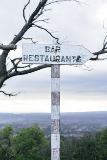 Spain, Mallorca, Felanitx, sign for bar and restaurant - DW000233