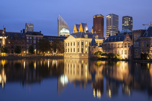 Netherlands, The Hague, Binnenhof, high rise buildings and Museum Mauritshuis at night - WIF001191
