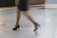 Legs of running businesswoman - FR000158