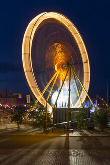 Germany, Bremerhaven, Ferris wheel  at harbour - SJ000132