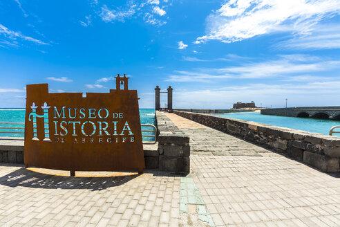 Spain, Lanzarote, Arrecife, Puente de las Bolas in front of Castillo San Gabriel - AM003537