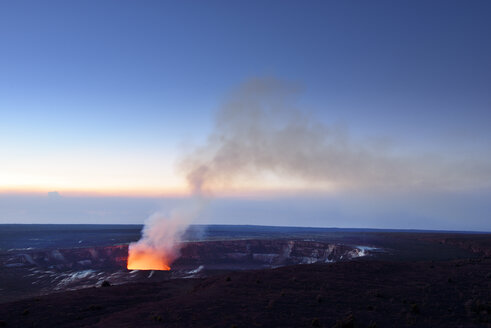 USA, Hawaii, Big Island, Volcanoes National Park, Kilauea caldera with volcanic eruption of Halemaumau - BRF000914