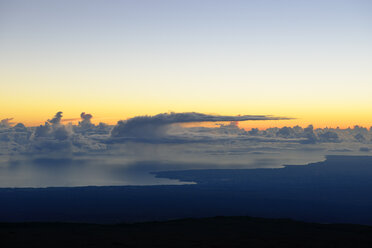 USA, Hawaii, Big Island, Mauna Kea, view to rain clouds over the ocean at morning twilight - BR000951