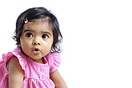 Portrait of astonished baby girl - GDF000659