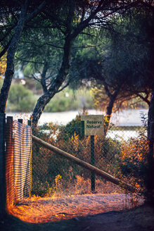 Spain, Andalusia, Huelva, fence and sign at nature park - EH000031