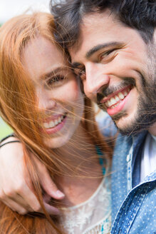 Portrait of happy young couple outdoors - WESTF020683