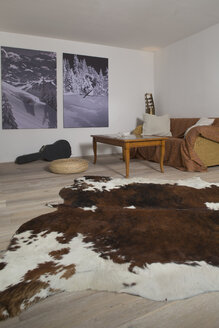 Living room with two photographies on the wall and cow hide in the foreground - FF001432