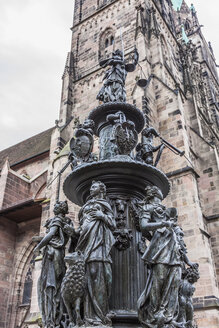 Germany, Nuremberg, Tugendbrunnen fountain in front of St Lorenz' Church - MABF000300