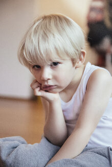 Portrait of sad little boy with head in his hand - MFF001350