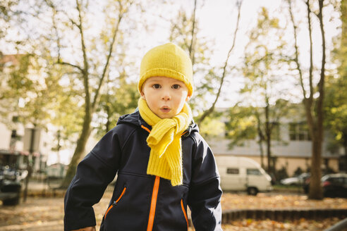 Portrait of little boy with yellow scarf and hat - MFF001363