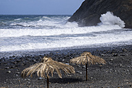 Spain, Canary Islands, La Gomera, Vallehermoso, surf on the beach - SIEF006359