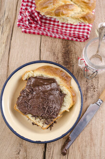 Slice of home-baked brioche with chocolate cream - ODF000998