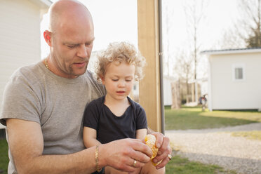 Father and little daughter with croissant - NNF000321