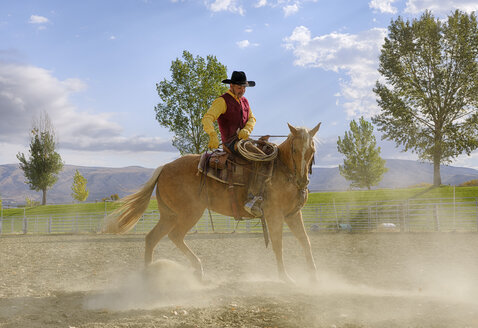 USA, Wyoming, Cowboy working with horse - RUEF001355