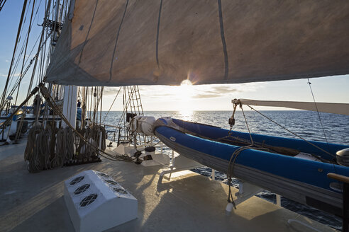 Pacific Ocean, sailing ship at Galapagos Islands - FOF007544