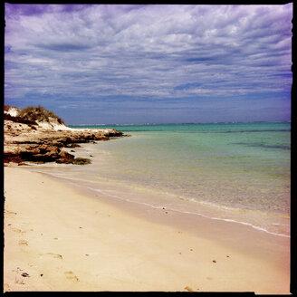 ningaloo reef, cape range national park, beach, rocks, white sand, turquoise waster, sea, clouds, blue sky, western australia, australia - LULF000027