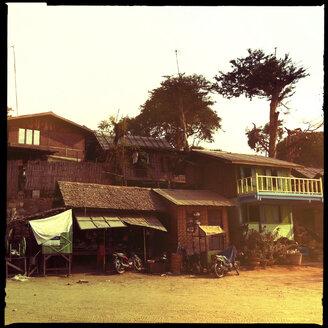 houses made of wood and bamboo, bagan, myanmar - LUL000120