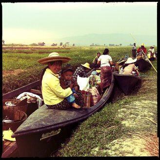 traditional market life, inle lake, myanmar - LUL000221