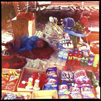 traditional market life, inle lake, myanmar - LUL000225