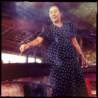 woman cooking food, myanmar - LUL000257