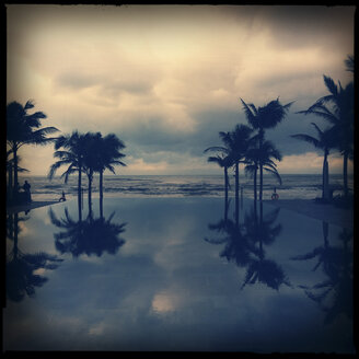 hotel pool reflecting palmtrees and sky, mirror, da nang, vietnam - LUL000187