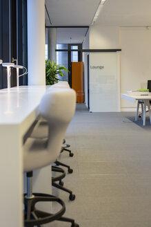 Empty lounge in an office - SHKF000132