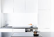 Modern kitchen, pot on cooker - FLF000816