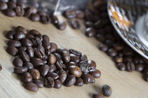 Coffee beans shaped like a heart - YFF000301