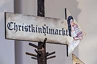 Austria, Bad Ischl, arrow sign to Christkindlmarkt - EJW000643