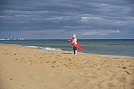 Sicily, Syracuse, Noto, girl with red crab swim toy at the beach - IPF000177