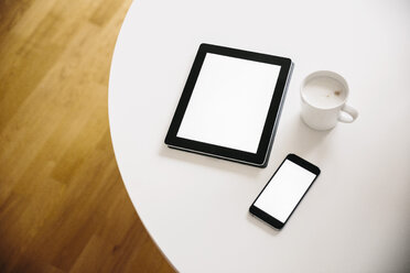 Tablet PC and smart phone with a cup of coffee on a white round table - MFF001398