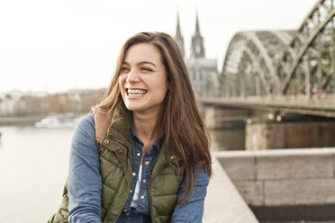 Germany, Cologne, portrait of laughing young woman - FEXF000256