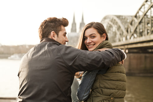 Germany, Cologne, happy young couple on city tour - FEXF000271