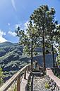 Spain, Gran Canaria, Valle de Agaete, tourist at viewpoint - MABF000301