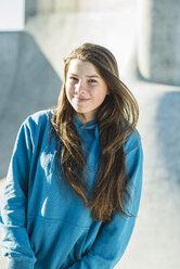 Portrait of smiling teenage girl outdoors - UUF003069