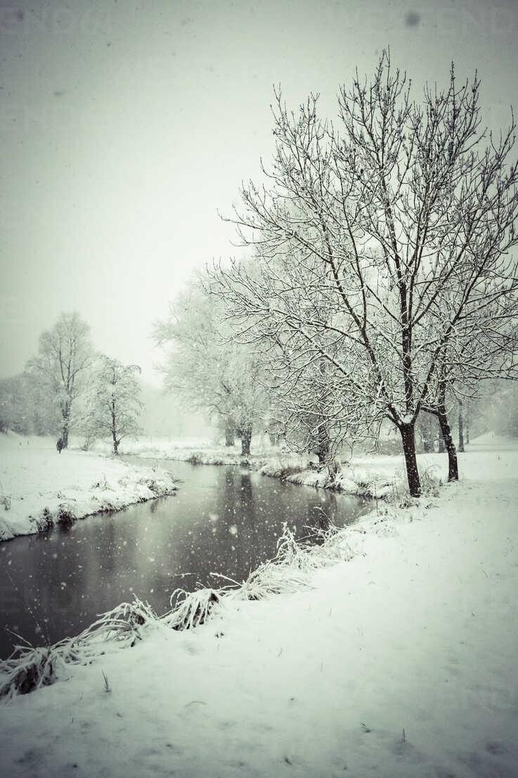 Germany, Bavaria, Landshut, Mulde in winter - SARF001270 - Sandra Roesch/Westend61