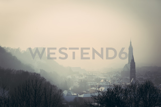 Germany, Bavaria, Landshut, view to town from Carossahoehe in winter - SARF001273 - Sandra Roesch/Westend61